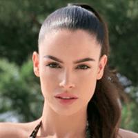 """Lucia Javorčeková <br><a style=""""color:#00beff"""" href=""""https://www.instagram.com/luciajavorcekova/?hl=sk"""" target=""""_blank"""">@luciajavorcekova</a>"""