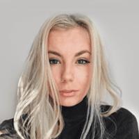 "Paulína Altofová <br><a style=""color:#00beff"" href=""https://www.instagram.com/pauliincek/?hl=sk"" target=""_blank"">@pauliincek</a>"